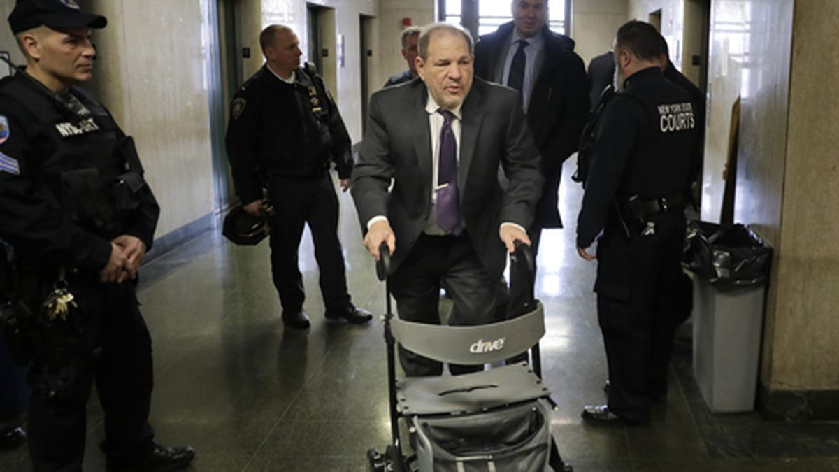 Harvey Weinstein arrives at a Manhattan courthouse for his rape trial in New York, Monday, Feb....