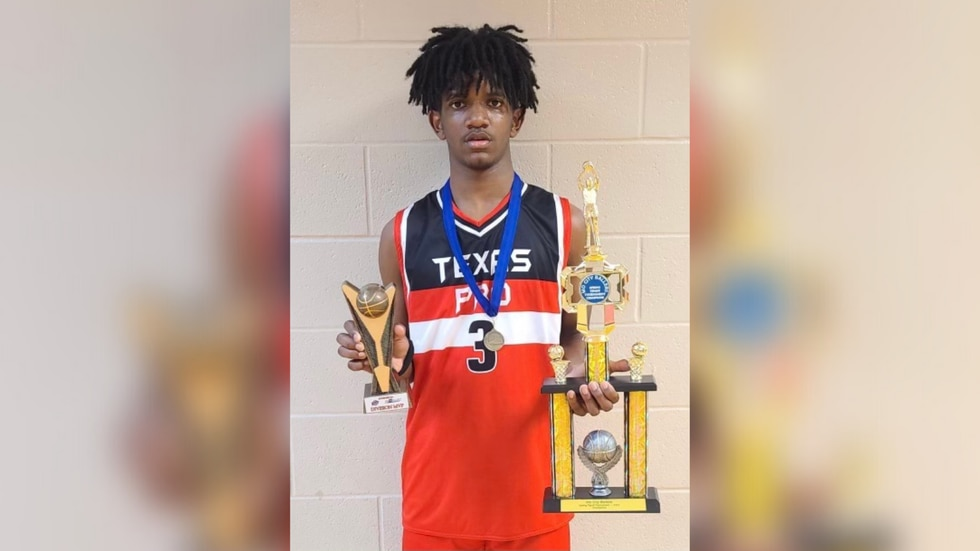 Basketball player's lung pierced by bullet