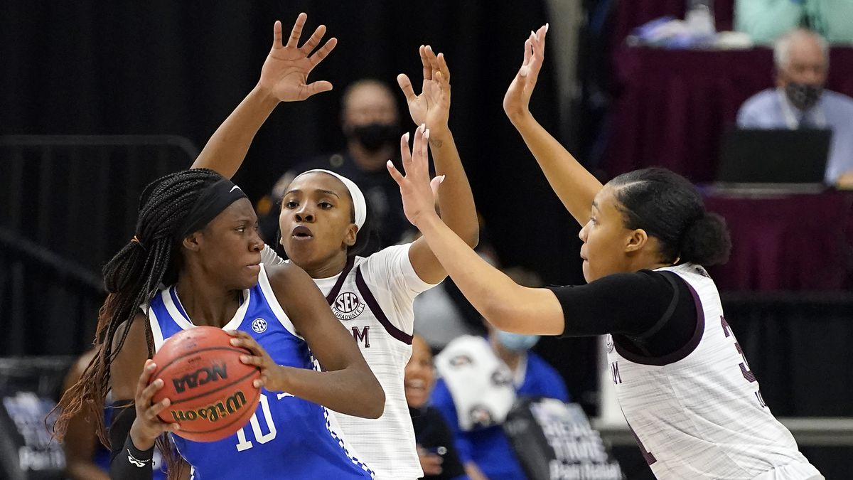 Kentucky guard Rhyne Howard (10) is trapped by Texas A&M guard Aaliyah Wilson (2) and Texas A&M...