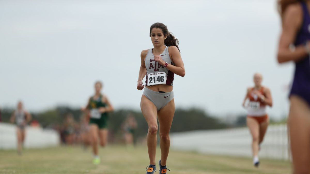 Texas A&M's Julia Black helps the women place 4th at the Arturo Barrios Invite