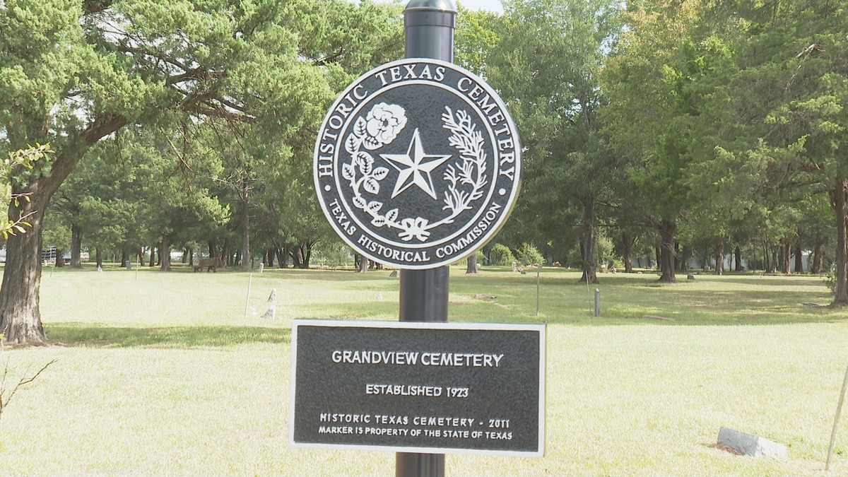 Texas historical marker at the entrance of the Grandview Cemetery in Bryan.